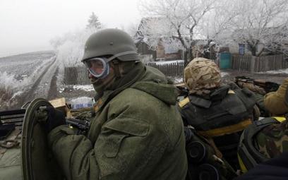 Rosyjskie media: Pijani czarnoskórzy tańczą na czołgach