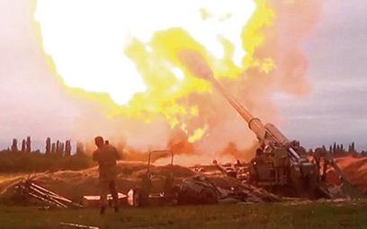 Azerska artyleria ostrzeliwuje teren Górskiego Karabachu
