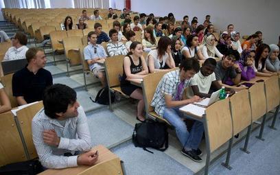 Student, który nie obronił pracy nie powinien studiować od nowa