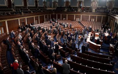 Kongres debatuje nad wynikiem wyborów w USA. Pence wbrew Trumpowi