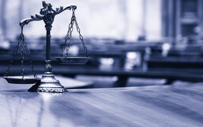 Organ zawiesza postępowanie i czeka na rozstrzygnięcie sądu