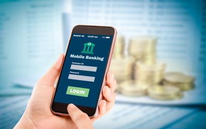 Banki wzbogacają aplikacje bankowe, klienci narzekają