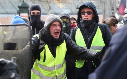 """Czy Rosjanie ingerują w protest """"Żółtych kamizelek"""""""