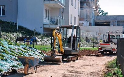 Sąd przypomniał, że zgodnie z przepisami właściciele nieruchomości uczestniczą w kosztach budowy urz