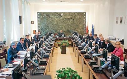 Obecna Krajowa Rada Sądownictwa obraduje pod przewodnictwem Leszka Mazura
