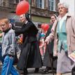 Przywiązanie do tradycyjnego modelu rodziny wielu Polaków manifestuje m.in. na marszach i festynach