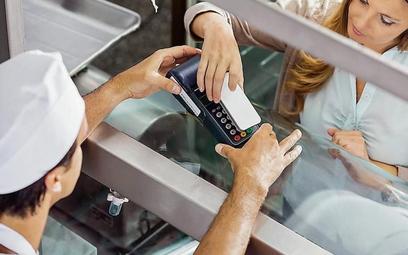 Smartfon zamiast karty w sklepie niedługo może być codziennością