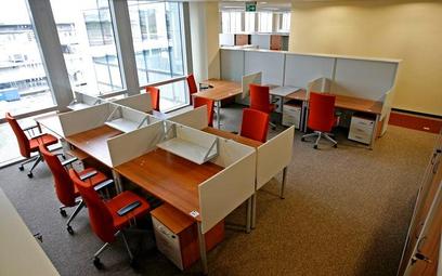 Z badania wynika, że typowy użytkownik biura coworkingowego to mężczyzna w wieku 26 – 30 lat z wyższ