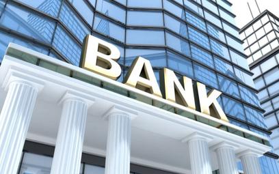 Betlej: Czwarta fala covidu niegroźna. Skąd wiadomo? Banki reagują spokojnie