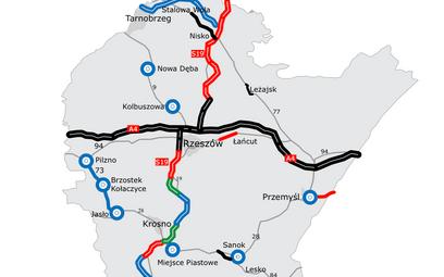 Stan budowy dróg na Podkarpaciu. Odcinki czerwone są w realizacji, zielone w przetargu, a niebieskie