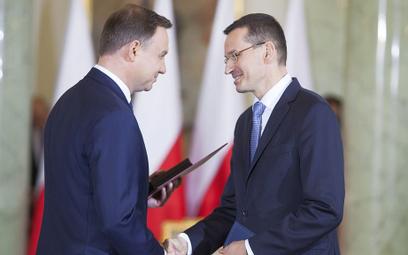 Sondaż: Prezydent i premier oceniani średnio