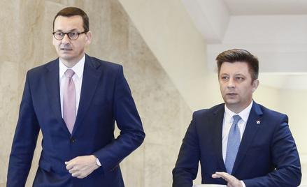 Pracę premiera Morawieckiego (z lewej) dobrze ocenia 42 proc. ankietowanych. To najwyższa ocena w ca