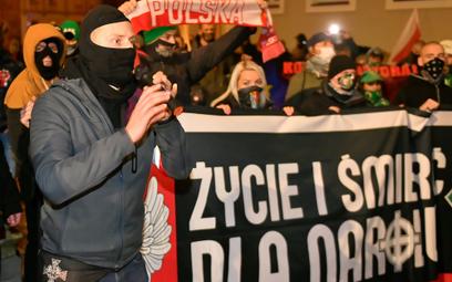 Były ksiądz Jacek M. podczas marszu zorganizowanego przez środowiska narodowe z okazji Narodowego Św