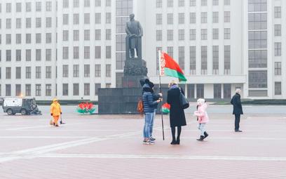 Pomnik Lenina w centrum Mińska. Władze Białorusi wciąż odwołują się do historii ZSRR