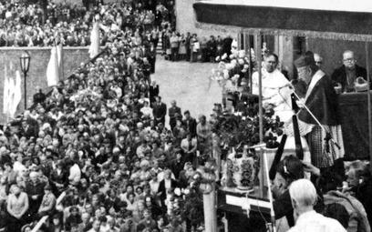 Prymas wygłasza kazanie na Jasnej Górze w święto Matki Boskiej Częstochowskiej. 26 sierpnia 1980 r.