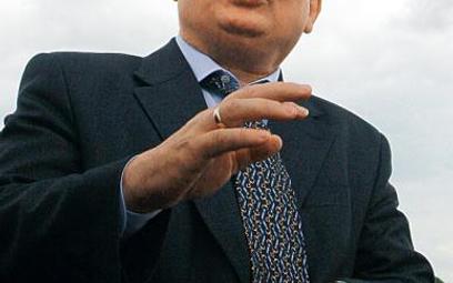 Lech Kaczyński sprawdza, ile wolno ministrom