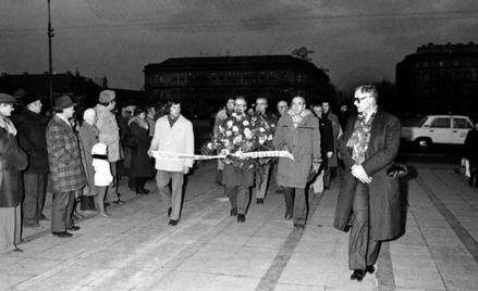 Nieoficjalne obchody Święta Niepodległości, 11 listopada 1980 roku. Na zdjęciu od lewej: Seweryn Jaw