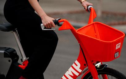 Uber przejmuje wypożyczalnię elektrycznych rowerów