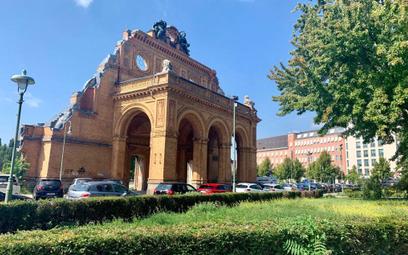 Przed ruinami dworca na placu Askańskim ma powstać pomnik