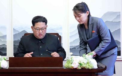 Kim Dzong Un i Kim Jo Dzong