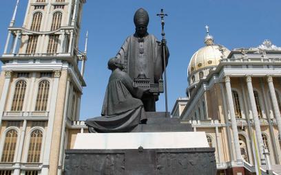 Pomnik papieża wróci przed bazylikę, ale już bez postaci ks. Makulskiego