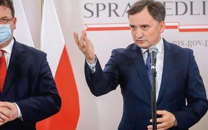 Resort Zbigniewa Ziobry tłumaczy, że ekspertów zatrudniali też jego poprzednicy