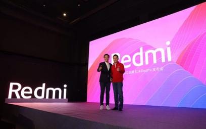 Lu Weibing (z prawej) pokieruje marką Redmi. Lei Jun, twórca Xiaomi (z lewej), liczy na sukces noweg