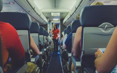 Raport: lot samolotem w pandemii bezpieczniejszy niż zakupy