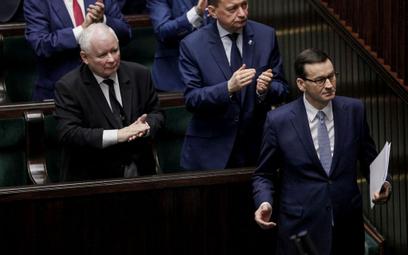 Sondaż: PiS zwiększa przewagę nad opozycją