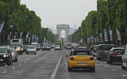 Paryż nie chce samochodów. Zastąpią je darmowe autobusy