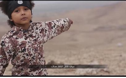 Syria: Czterolatek na nagraniu Daesh wysadza w powietrze trzech szpiegów