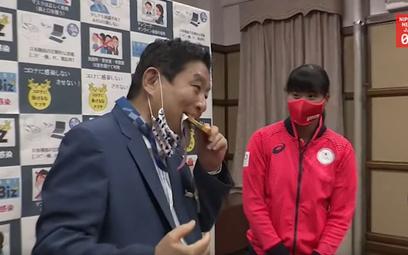 Japonia: Burmistrz ugryzł medal, olimpijka dostanie nowy Test