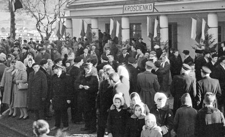 Krościenko koło Ustrzyk Dolnych, w którym osiedlano uchodźców z Grecji. Mieszkańcy wyczekują na przy