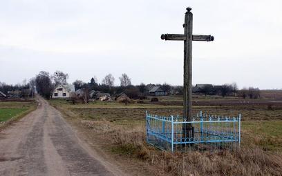 Krzyż w białoruskiej wsi Zabłocie.
