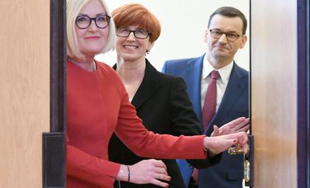 W urzędach podległych premierowi kobiety zarabiają najmniej