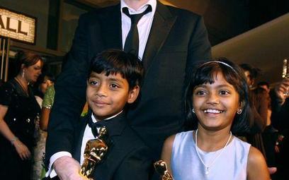 Danny Boyle i jego hinduscy aktorzy: Rubina Ali (po prawej) i Azharuddin Mohammed Ismail