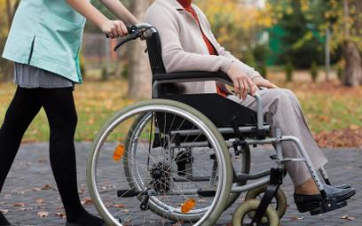 Odmowa przyznania świadczenia pielęgnacyjnego na niepełnosprawnego ojca - RPO interweniuje