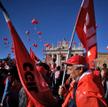Bój to będzie ostatni. Komunistyczni związkowcy demonstrują przeciw zmianie prawa pracy