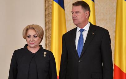 Prezydent Klaus Iohannis i politycy socjaldemokratycznej PSD, w tym premier Viorica Dancila, prawie
