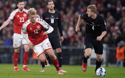 Duńczyk Kasper Dolberg walczy o piłkę w meczu z Austrią