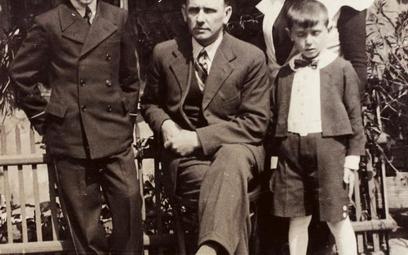 15-letni Tadeusz Gajcy z rodzicami i bratem
