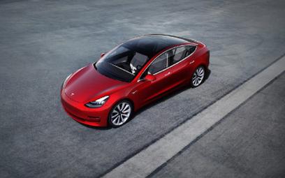 Model 3, auto koncernu Elona Muska, trafi do tego, kto zhakuje ten nafaszerowany elektroniką pojazd.