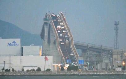Niezwykły most Eshima Ohashi w południowej Japonii