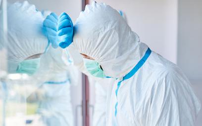 Szpitale chciały karać lekarzy za zakażenie się COVID-19