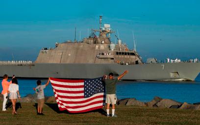 USS Detroit wychodzi z bazy w Mayport w swój pierwszy rejs operacyjny. Fot./US Navy.