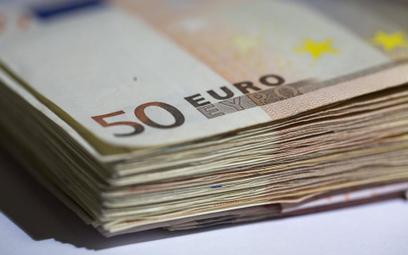 Firmy z Chin, Indii a nawet z USA coraz chętniej emitują obligacje denominowane w euro. Chcą skorzys
