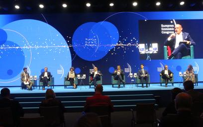 Eksperci zwracali uwagę, że cyfryzacja i zrównoważony rozwój to trendy, które kształtują wiele branż