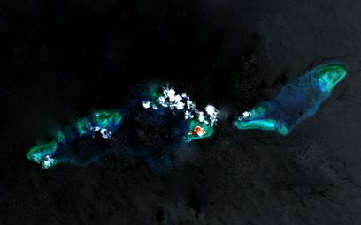 Wyspa Thitu oraz okalające ją rafy. Fot./NASA.