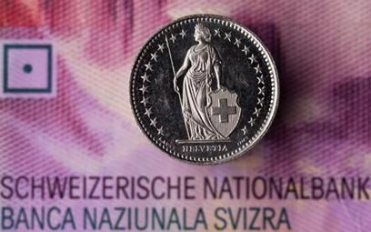Mediana prognoz analityków ankietowanych przez agencję Bloomberg dla kursu euro we frankach i euro w