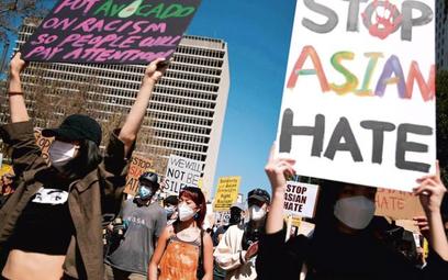 Demonstracja wLos Angelels 27marca przeciwko nienawiści rasowej wobec osób pochodzenia azjatyckieg